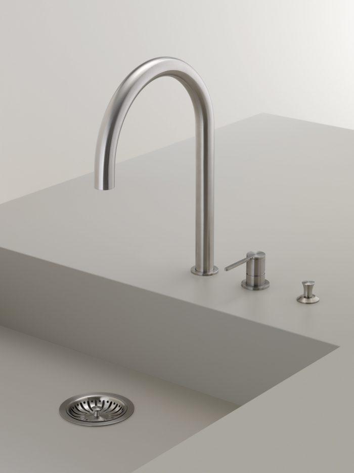cea-kitchen-plumbing-fixture-FRE144S